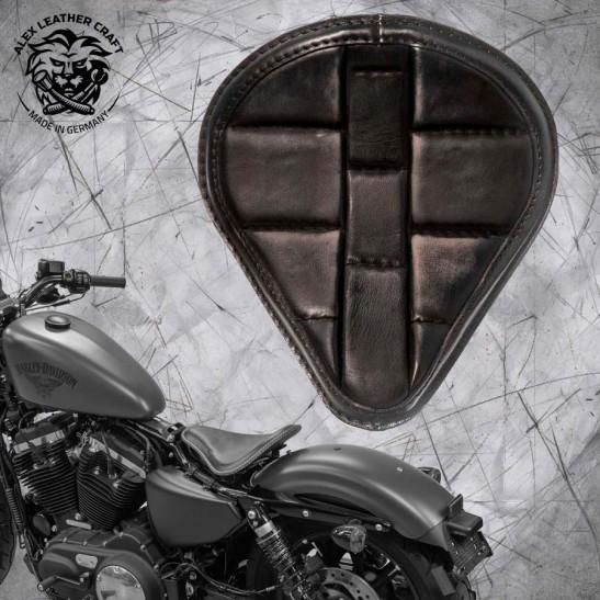 """Solo Seat + Montage Kit Harley Davidson Sportster 04-20 """"Drop"""" Turtle Vintage Black"""