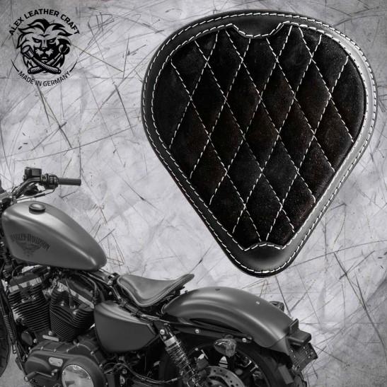 """Solo Selle + Montage Kit Harley Davidson Sportster 04-20 """"Drop"""" Gloss et Velours Noir et Blanc V3"""